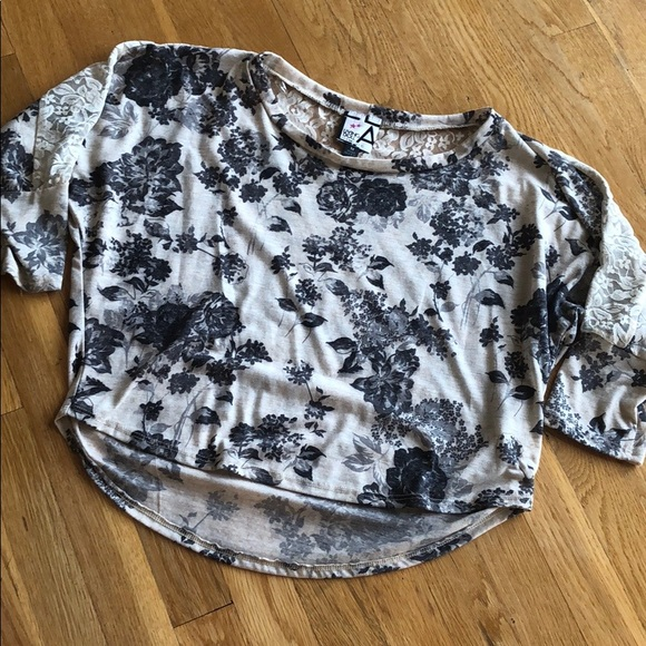 living doll Tops - Like New Living Doll Top